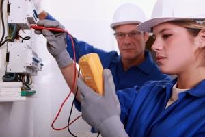 electrican_woman_testing_multimeter_safe
