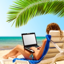 laptop_travel_onbeach