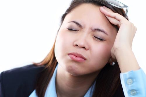 sleepy_asian_woman_headache