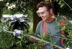landscaper-with-safety-goggles
