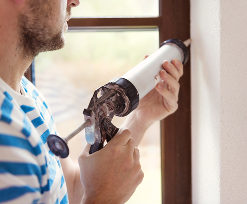 caulk-windows-shutterstock_186918173