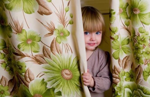 kdi-curtain-shutterstock_22288252