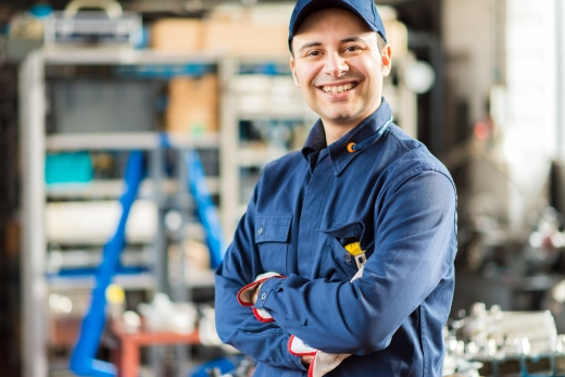 auto-worker-happy-ThinkstockPhotos-538060560.jpg